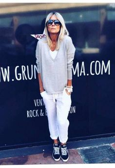 Pull v grungemama light grey Grey Fashion, Boho Fashion, Winter Fashion, Womens Fashion, Fashion Trends, Fashion Top, Fashion 2017, Sporty Outfits, Mode Outfits