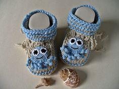 Die Babyschuhe sind garantiert handgestrickt. Sie sind mit sehr schöner und leichter Sommerwolle gestrickt und absolut pflegeleicht. Aber sie sehen ni