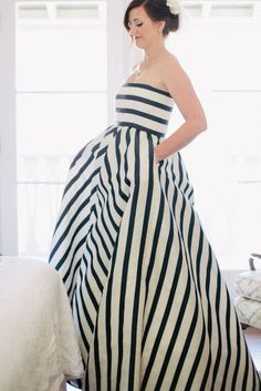 Oscar de la Renta strapless dress in blood stripes & pockets  | A white wedding dress isn't for you? Come see our favorite picks for colourful wedding dresses that will make you feel like a queen! www.scenarioideal.com #wedding #weddingdress #weddinggown #nonwhitewedding #montrealwedding #quebecwedding