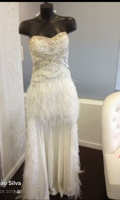 Branco...penas... Ideal para noiva