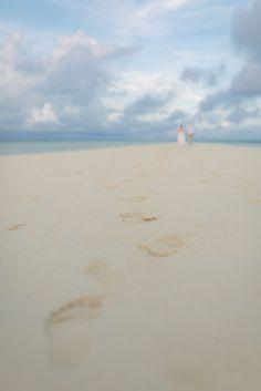 Hollie & James Drown the Gown! Malolo Lailai Sandbank, Musket Cove Resort Fiji :: Fiji Wedding Photography » Island Encounters Photography