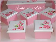 Painted Trays, Decoupage Box, Diy Gift Box, Ideas Para Fiestas, Colorful Chairs, Tole Painting, Diy For Girls, Party Favors, Birthday Cards