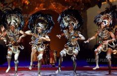 images danses africaines   Des musiques et des danses résolument traditionnelles invitent au ... Danse Latino, Tribal Dance, Dance Moves, Images, Wonder Woman, Superhero, Music, Dancing, Women