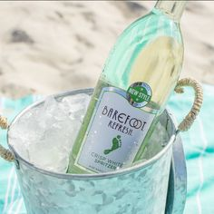 Our Crisp White Spritzer is a vibrant and light-bodied white wine. Perfect with grilled salmon or kebabs, this is the best dry white spritzer around. Barefoot Wine, Grilled Salmon, White Wine, Wines, Barware, Seasons, Bar Accessories, Seasons Of The Year