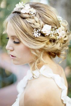 Pretty updo, beautiful braided hairstyle. Flower crown hairstyles. Loving this updo