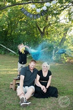 Gender reveal, big ballon with colored glitter