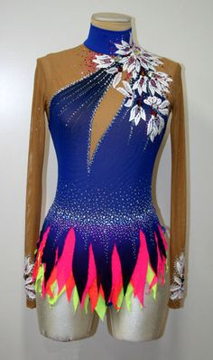 Inspirate with this lovely leotard. Figure Skating Outfits, Figure Skating Costumes, Figure Skating Dresses, Dance Outfits, Dance Dresses, Rhythmic Gymnastics Costumes, Gymnastics Leotards, Baby Girl Party Dresses, Skate Wear