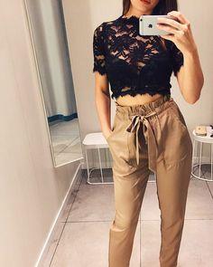 ⚡SEXY&ELEGANT⚡ Весь лук в наличии Sale до конца июля Бежевые брюки с высокой талией 2.900 - 20% = 2.320 Черный кружевной топ 1.200 - 20% = 960 ▪▪▪ Для заказа +7(911)742-44-25 What's app / Viber #geefamshop #образ #брюки #бежевый #одежда #вналичии #питер #шоурум #кружево #топ #черный #девушка #аутфит #мода #стиль