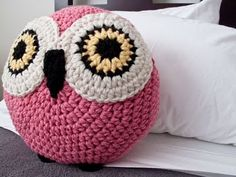 cute crochet cushions @Holli Bennett do you think you could make this for me ?