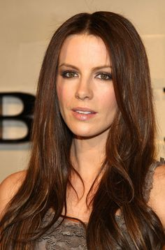 Kate Beckinsale Photos Photos - Actress Kate Beckinsale arrives at the grand re-opening of the Burberry Beverly Hills store on October 2008 in Beverly Hills, California. - Grand Re-Opening Of The Burberry Beverly Hills Store Kate Beckinsale Hair, Underworld Kate Beckinsale, Kate Beckinsale Pictures, British Costume, Hot Brunette, British Actresses, Hollywood, Beautiful Actresses, Beverly Hills