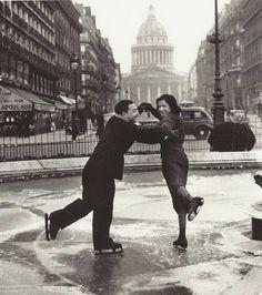 Patinage sur le bassin du boulevard Saint-Michel, Paris, 1938