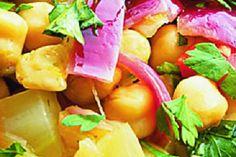 Teplý salát z cizrny, fenyklu a paprik