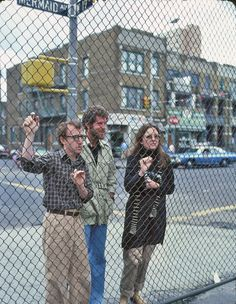 Woody Allen, Tony Roberts & Diane Keaton - 1977