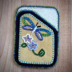 Very cardholder I have beaded! Indian Beadwork, Native Beadwork, Native American Beadwork, Beaded Purses, Beaded Bags, Loom Patterns, Beading Patterns, Baby Moccasin Pattern, Beadwork Designs