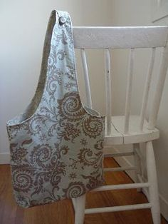 @Sam Taylor Nicole THE SEWING DORK: The Two Pillowcase Bag - a Tutorial