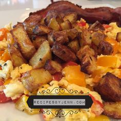 Awesome breakfast scrambler with fresh roasted potatoes. So easy to make and #21dayfix approved! #recipesbyjenn