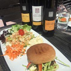 Lunch tasting :) #quintadovallado #vallado #portugal #douro #doc #instawine #wine #vinho #vin #vino #porto #portwine #portwinelover #winelover #portvin #tasting #travel #business #switzerland #zürich #suiça #nonstop #dlontour by portofoliowines