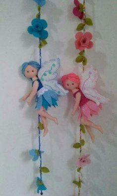 Y a mí es angelitos y feechki del fieltro. Felt Crafts Diy, Felt Fairy, Felt Patterns, Fairy Dolls, Felt Toys, Soft Dolls, Felt Ornaments, Diy Doll, Felt Flowers