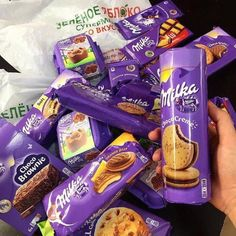 Find images and videos about food, sweet and yummy on We Heart It - the app to get lost in what you love. Chocolate Tumblr, Milka Chocolate, Chocolate Gifts, Sweet Recipes, Snack Recipes, Yummy Treats, Yummy Food, Sleepover Food, Junk Food Snacks