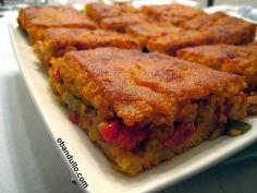O Bandullo - Recetas de cocina en vídeo: Empanada de Berberechos con Masa de Maíz (masa de . Spanish Cuisine, Meatloaf, Soul Food, Lasagna, Kids Meals, Quiche, Seafood, Sandwiches, Yummy Food