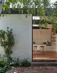 A Weatherboard Home in Albert Park Soars To New Heights – Commercial Architecture Courtyard, Architecture Awards, Architecture Details, Exterior Design, Interior And Exterior, Weatherboard Exterior, Minimal House Design, Albert Park, Corner House