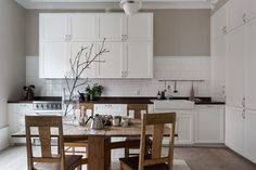 Kitchen. Classic Stockholm apartment, scandinavian interior. . Svartensgatan 5 A | Fantastic Frank