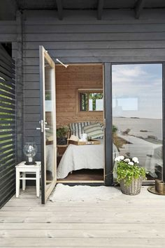 beach cottage style above toilet House Design, Summer House, Summer Cabins, Cottage Interiors, Ideal Home, Home, Cottage Exterior, Beach Cottage Style, Cottage Style