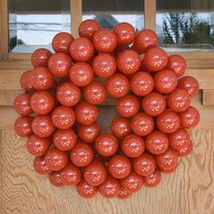 lightbulb-projects - lightbulb wreath. paint one for every season!