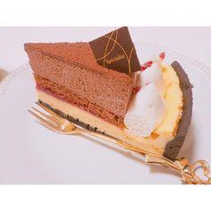 買ってきてくれた#イタリアントマト の#ケーキ 🍰✨ いつかわからないくらい昔笑 一ヶ月前くらいかな , これを二日間に分けて食べました🍰🍰🍰 美咲これすごく好きな味だった(﹡˙ ˙﹡)♡ また食べたいって思うくらい(﹡˙ ˙﹡)♡ , #cakes #cake#タルト#tarte #taart#camera#カメラ女子#カメラ#OLYMPUS#オリンパス#olympuspen #olympuspenepl7 #sweet #sweets #ファインダー越しの私の世界#Italian#チーズケーキ#チョコケーキ#チョコレート#chocolate#food#スイーツ#ミラーレス#一眼レフ#カフェ#café#japan#japanese