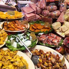 """Via Pescherie Vecchie. La chiamano """"Bologna la Grassa"""" - Instagram by italian_cooking_adventures"""
