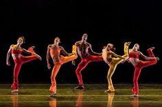 O #grupocorpo foi um dos grandes destaques da noite de encerramento das #olimpiadasrio2016 !!! Pra você que perdeu ou quer ver mais da coreografia que contagiou o Maracanã na noite de ontem, acesse o link!! http://youtu.be/e0UEsriM35I  #dancabrasil #db #oseupalco #dboseupalco #dboficial #danca #arte #saude #bemestar #dancaevida #publicacaooficialdadanca #revistaeletronicadancabrasil #revistadancabrasil #revistaeletronica #revista #dance #art #dancemagazinebrazil