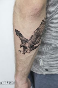 Red tailed hawk tribute to my adoptive father, done by Duc Tuan at Recycle Tattoo in Ho Chi Minh City, Vietnam. Simple Tattoos For Guys, Unique Tattoos, Small Tattoos, Cool Tattoos, Hand Tattoos, Forarm Tattoos, Body Art Tattoos, Eagle Chest Tattoo, Eagle Tattoos
