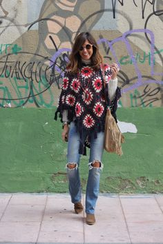 poncho for the city Diy Crochet Poncho, Hippie Crochet, Thread Crochet, Crochet Clothes, Diy Clothes, Knit Crochet, Mexican Fashion, Knitted Poncho, Look Fashion
