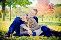 Fall Engagement Picture / Fall Engagement Photo #Fall #Engagement #engagementsession #beautiful #engagementpic #fallpicture