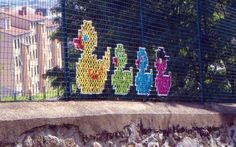 These Artists Have Discovered A New Type Of Street Art—Cross-Stitching On Fences. Continuing my longstanding obsession with yarnbombing. Cross Stitch Art, Cross Stitching, Cross Stitch Patterns, Diy Recycling, Grades, Illustration Vector, Fence Art, Modern Fence, Backyard Fences