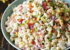 Deze macaronisalade is ideaal voor warme dagen Je in de zomer vergrijpen aan de patatjes mayo met frikandellen en een softijsje toe is niet zo moeilijk. Je beheersen en een salade pakken in plaats van de #barbecue aansteken vraagt wel wat zelfdiscipline. Niks moeilijks aan hoor, als je salade maar