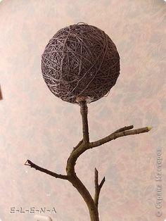 Добрый вечер! Я к Вам с очередным топиарием. 1 января 2013 года у моего любимого брата юбилей - 55 лет! Это первая часть моего подарка ему. Высота дерева с горшочком 48 см, диаметр шара - 17 см. фото 4