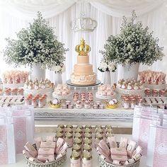 Entrando no mundo Rosê e Salmão para mostrar a vocês o lindo Chá de Fraldas da bebezinha Ana Júlia, já tão amada!!! Confiram todos os detalhes!!! ✔️ Prenda Minha: projeto, montagem de mesa, mimos e personalizados e prendas doce | ✔️ Adriano Antunes: cenário | ✔️ Glacê e Afeto: bolo | ✔️ Will Balões: balões do cenário | ✔️ Tutti in Festa: balões de gás para as mesas de convidados | #prendaminha #chadebebe #chadefraldas #salmaoerose
