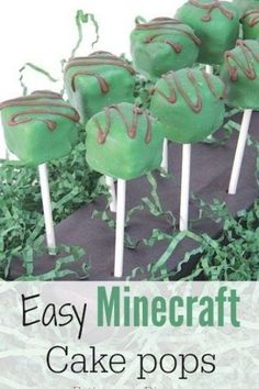 These the Minecraft cake pops are so easy to make and the perfect addition to any Minecraft birthday party! Minecraft Cake Pops, Minecraft Birthday Cake, Minecraft Party, Minecraft Skins, Minecraft Food, Creeper Minecraft, Minecraft Ideas, Mindcraft Cakes, Minecraft Crafts