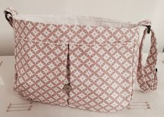 I wanted to make a satchel bag. To start I've made a small Thank you naniecousette for this boss and this very simple tutorial … by Sewing Tutorials, Tutorial Sewing, Sewing Diy, Sewing Ideas, Louis Vuitton Damier, Purses And Bags, Messenger Bag, Diaper Bag, Pouch