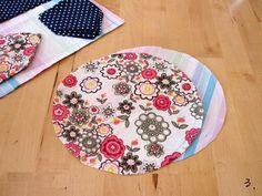 How to Make a Patchwork Drawstring Bag ~ DIY Tutorial Ideas! Drawstring Bag Pattern, Drawstring Bag Tutorials, Small Drawstring Bag, Japanese Bag, Japanese Quilts, Japanese Style, Bag Patterns To Sew, Quilt Patterns, How To Make A Gift Bag