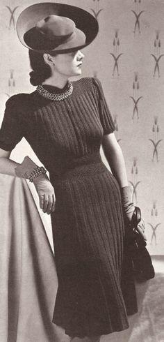 Knitting Patterns Vogue Vintage Knitting PATTERN to make Vogue Designer Dress Rib Knit VogueRibbed Vintage Vogue, Vintage Glamour, Moda Vintage, Retro Vintage, 1930s Fashion, Retro Fashion, Vintage Fashion, Fashion Fashion, Cheap Fashion