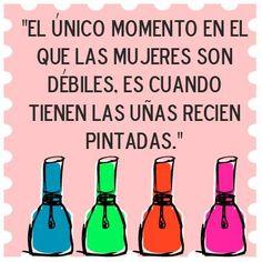 """""""El único momento en el que las #Mujeres son débiles, es cuando tienen las uñas recién pintadas."""" #Frases"""