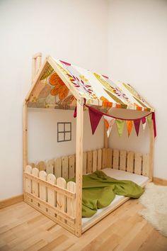Maison lit enfants avec tissu de toit 55 et par SweetHOMEfromwood