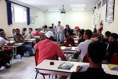 Motofretistas participam de curso de reciclagem +http://brml.co/1aTUusi