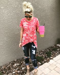 Knot a LulaRoe Carly over your favorite jeans to achieve this comfy, laid back look. Lula Outfits, Fashion Outfits, Ootd Fashion, Work Outfits, Lularoe Carly Dress, Carly Lularoe Styling, Mom Style, Get Dressed, Spring Summer Fashion