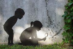 Nous avions déjà parlé du street art créatif et des détournements urbains de l'artiste espagnol Pejac(Le street art par Pejac). Voici aujourd'hui une nou