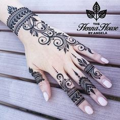 Pretty Henna Designs, Modern Henna Designs, Henna Tattoo Designs Simple, Basic Mehndi Designs, Finger Henna Designs, Mehndi Design Photos, Mehndi Designs For Fingers, Latest Mehndi Designs, Best Henna Designs