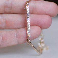 be85e50fcd08 Diamante brillante y oro 14k link pulsera con detalles botánicos. Pulsera  lleva un brazalete y
