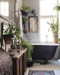 The closest thing us urbanites will have to an outdoor bathtub... #bathenvy #selfcare #relax #wellness #smallspaceliving